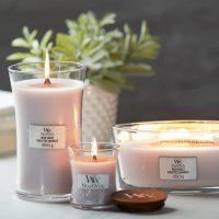 Dal 2006 le candele WoodWick danno vita ad esperienze multisensioriali, grazie al loro stoppino in legno che ricrea il suono del fuoco scoppiettante
